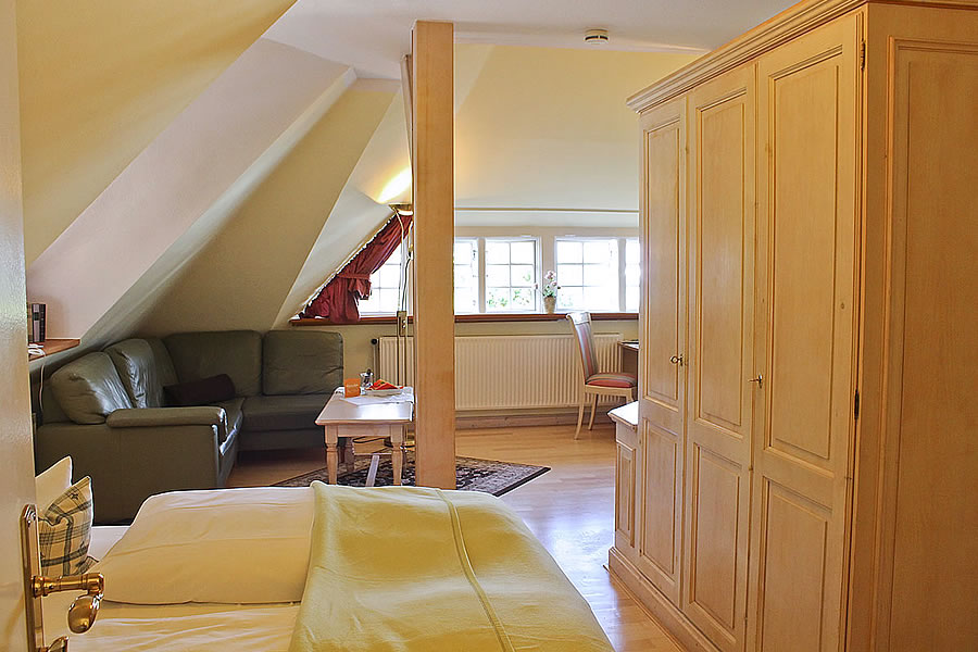 Offener Wohn- und Schlafbereich in Familiensuite über 2 Etagen