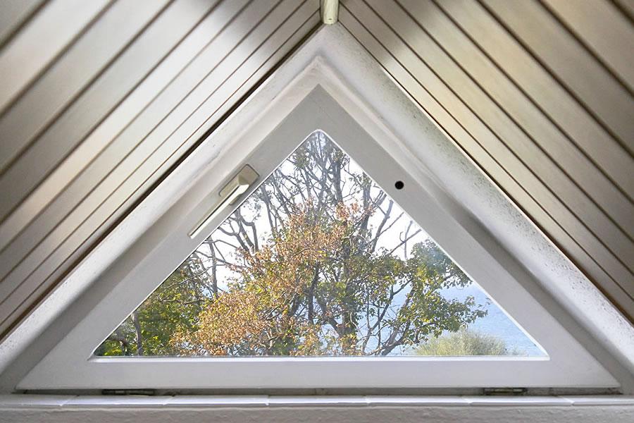 Kleines Dachfenster in Familiensuite über 2 Etagen, Gästehaus Bergfalke