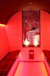 Dampfbad mit romantischem Wandrelief, Hotel Fischerwiege