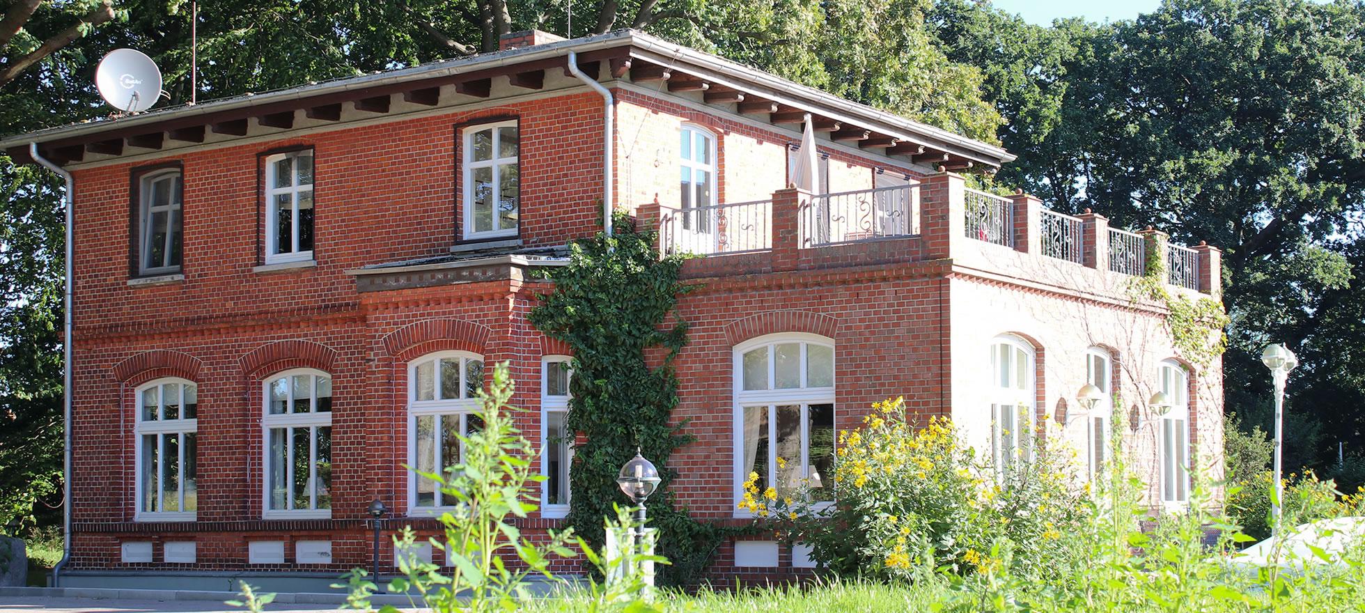 Galerie und Gästehaus Dünenhaus zur Boddenseite