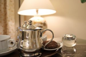 Teezeit-Romantik mit hausgebackenen Plätzchen.
