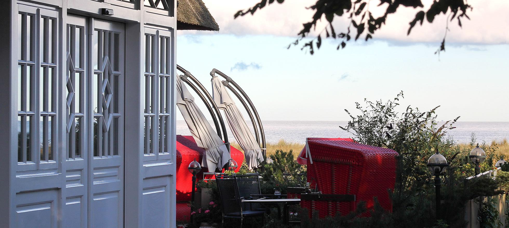 Hotel Namenlos, Caféterrasse mit Meerblick