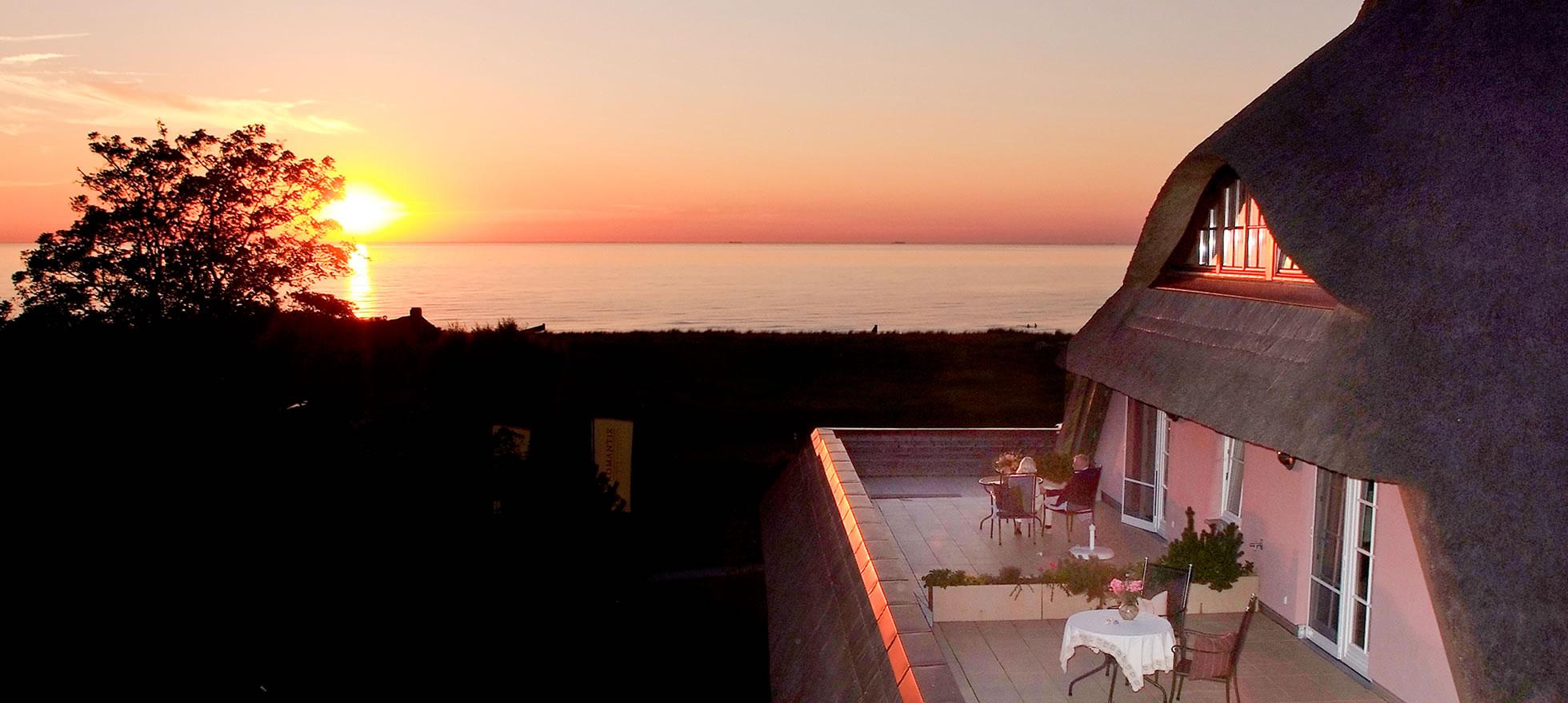 Hotel Namenlos, Balkon mit Meerblick