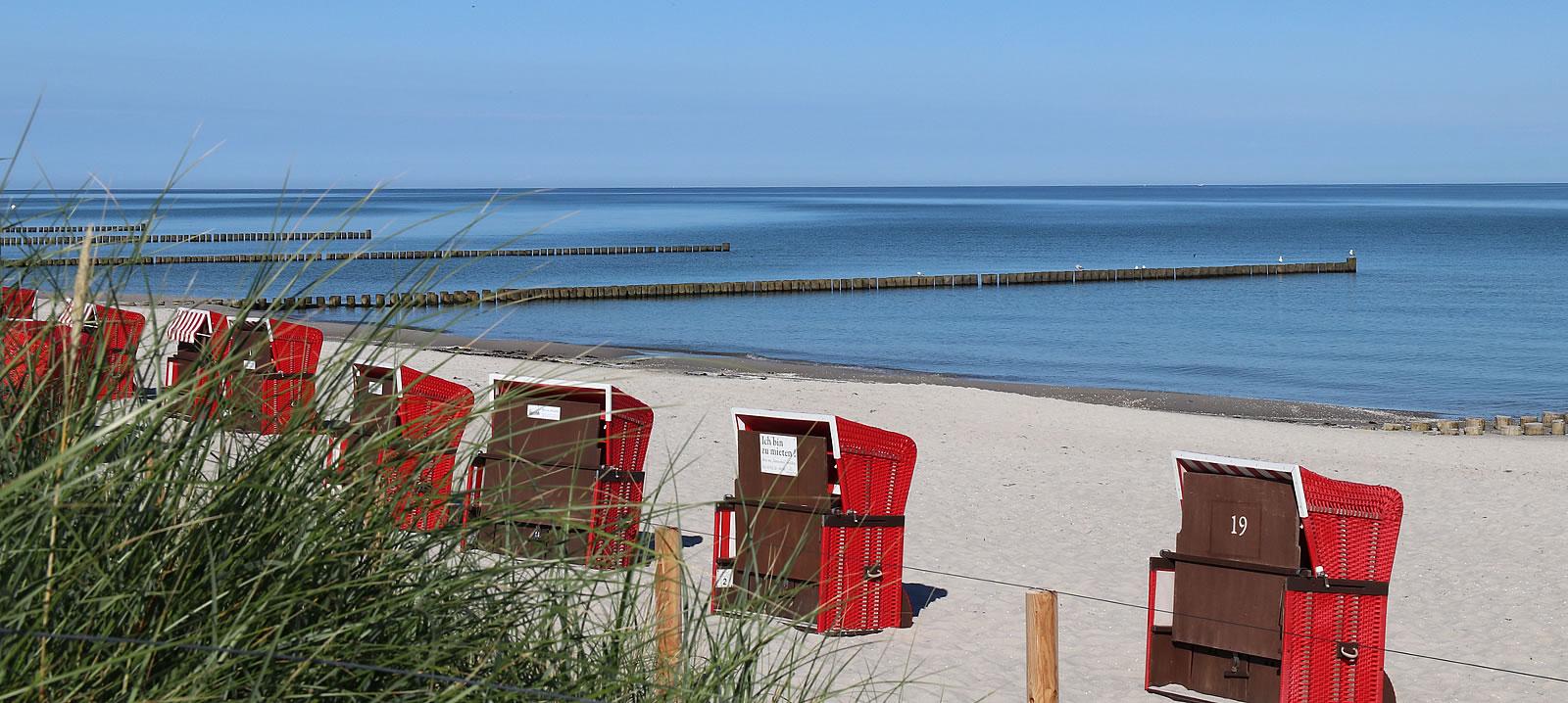 Strandkörbe von unserem Romantik Hotel am Strand