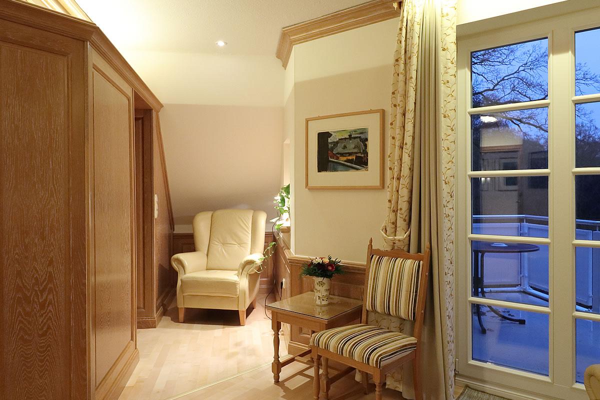 Kleine gemütliche Leseecke in Suite, Hotel Fischerwiege