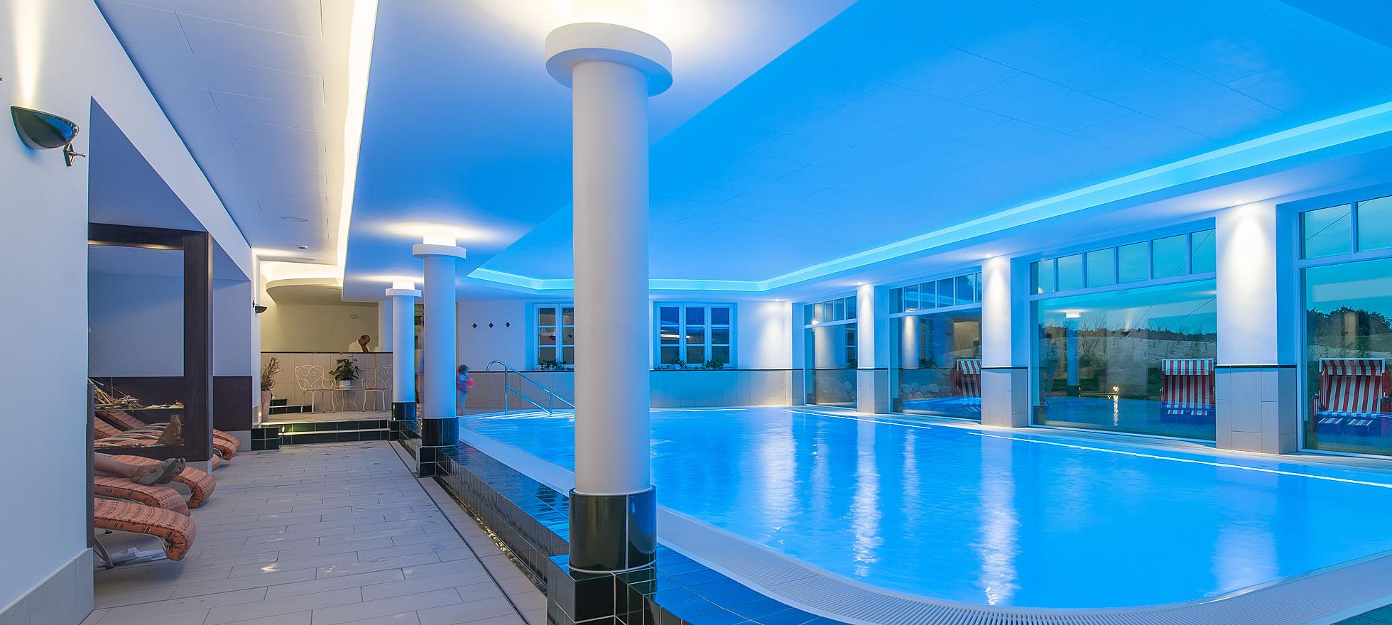 Großes Schwimmbad in Hotel Fischerwiege
