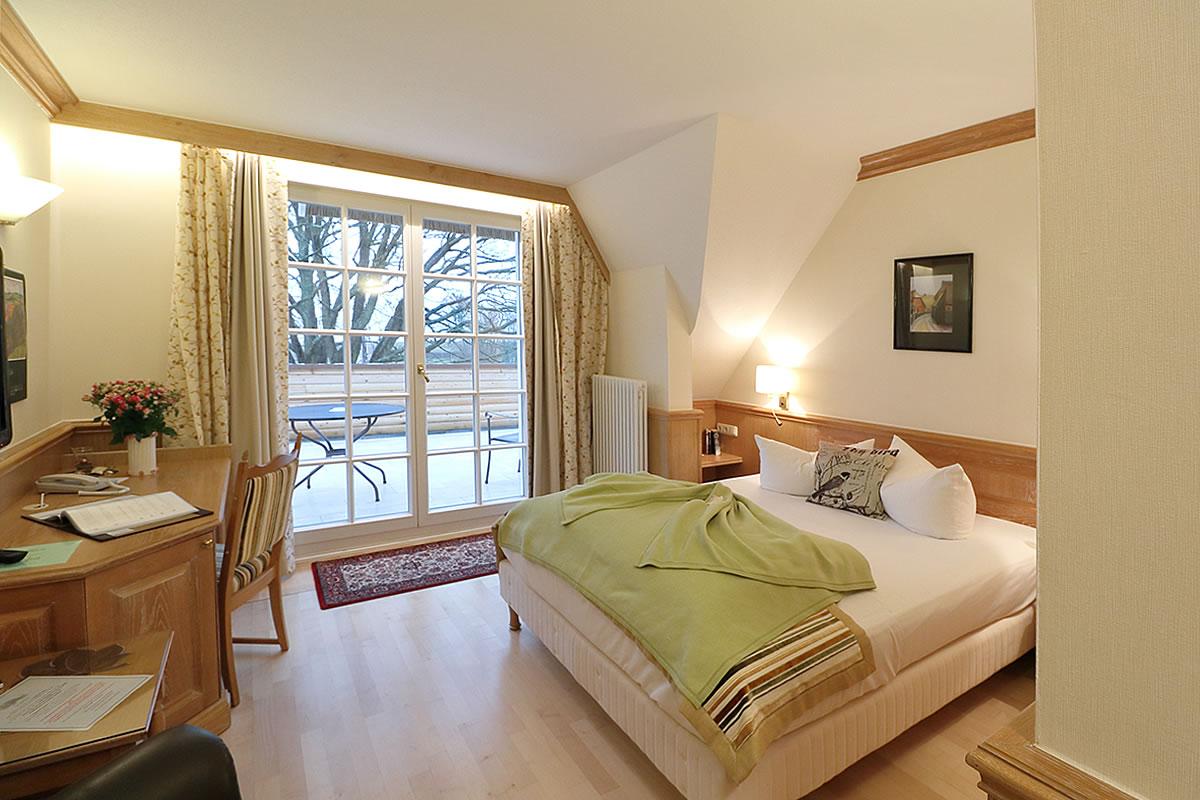 Einzelzimmer mit Balkon, Wohn- u. Schlafbereich