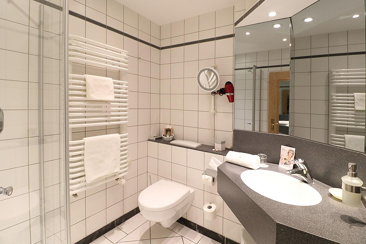 Bad von Einzelzimmer, Beispielfoto