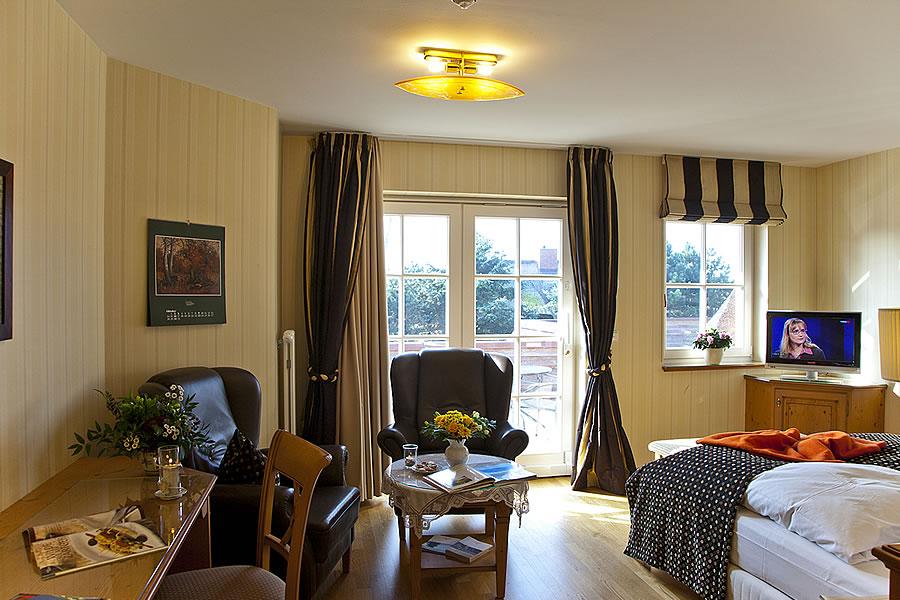 Doppelzimmer mit großem Balkon, Wohn- und Schlafbereich, Zimmerbeispiel