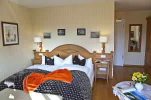 Schlafbereich in Doppelzimmer, Zimmerbeispiel in Hotel Namenlos