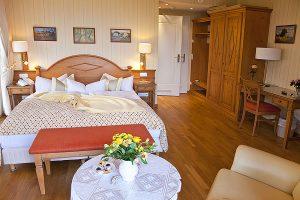 Wohn- und Schlafbereich in Doppelzimmer, Zimmerbeispiel in Hotel Namenlos