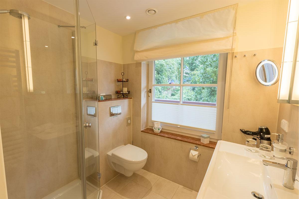 Bad mit Dusche von Einzelzimmer