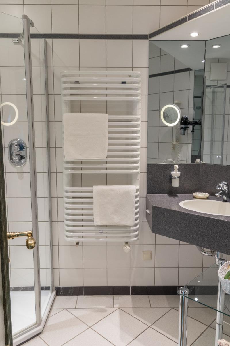 Bad mit Dusche, Suite, Beispiel