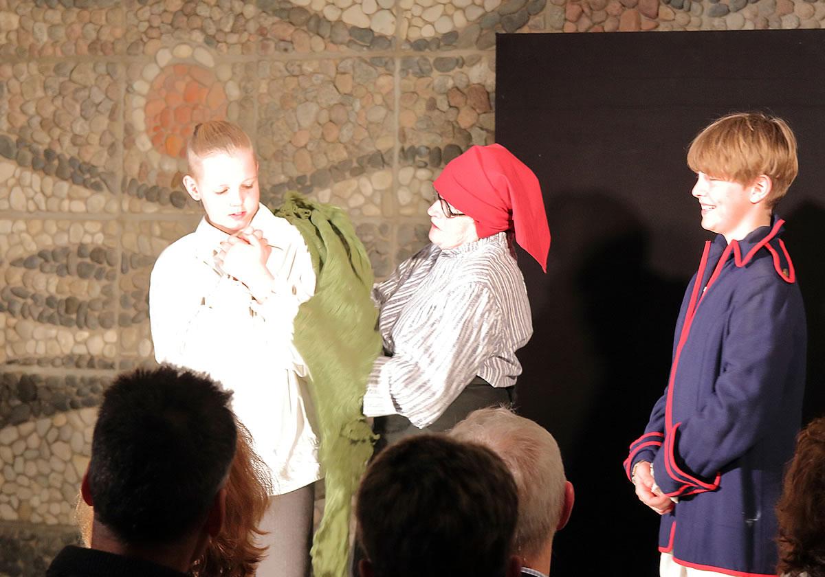 Alle Darsteller waren Laien-Schauspieler aus der Region. Rechts im Bild: Fridolin, unser Sohn und Enkelsohn.