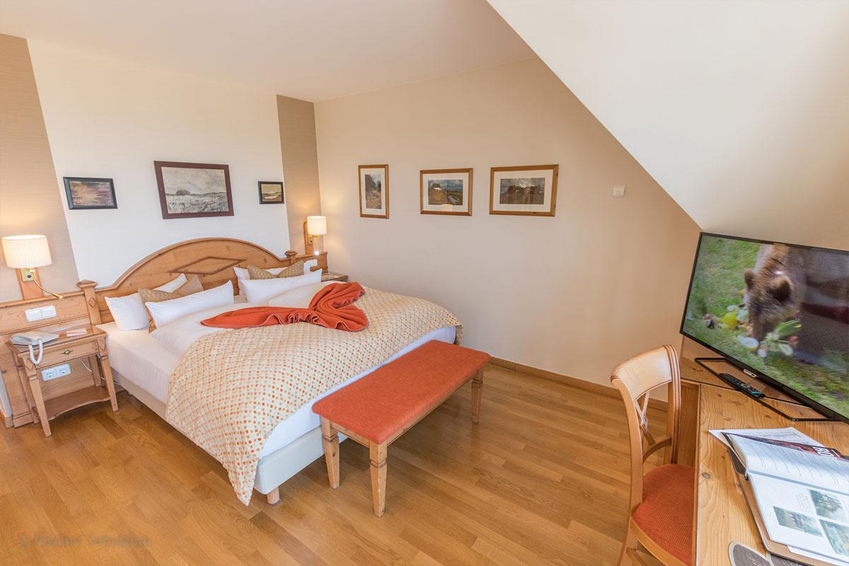 Doppelbett in Doppelzimmer, Hotel Namenlos