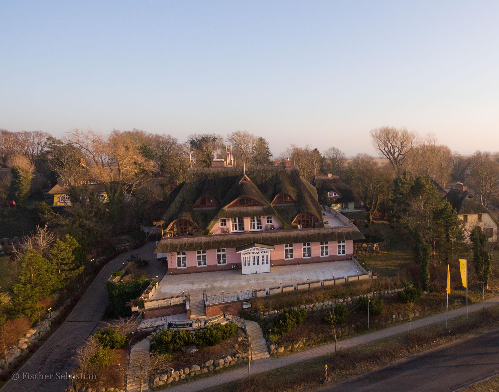 Hotel Namenlos, Ostseeseite, Drohnenfoto