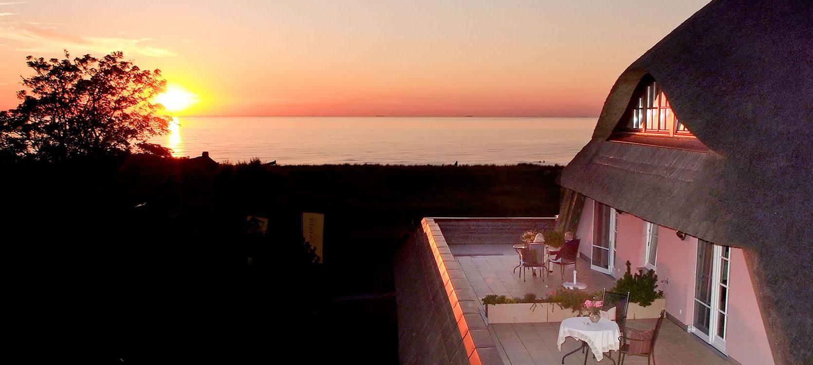 Hotel Namenlos, Blick von der Terrasse auf die Ostsee