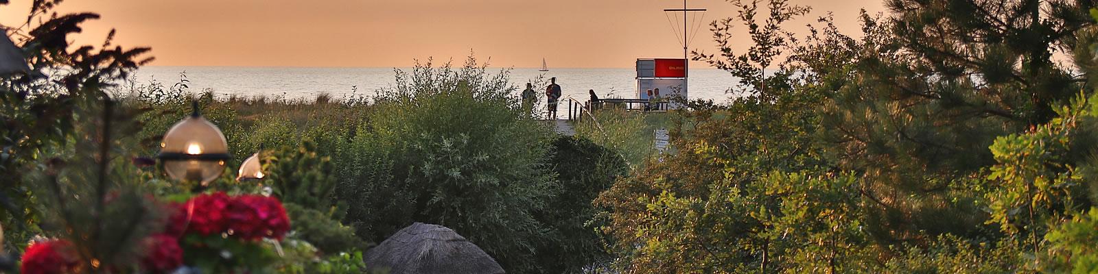 Warten auf den Sonnenuntergang vor Hotel Namenlos