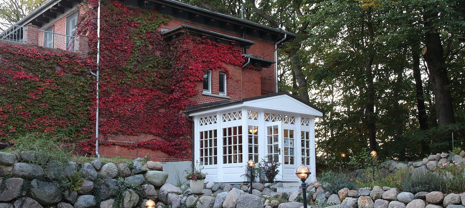Galerie & Gästehaus Dünenhaus im Herbst, Eingang
