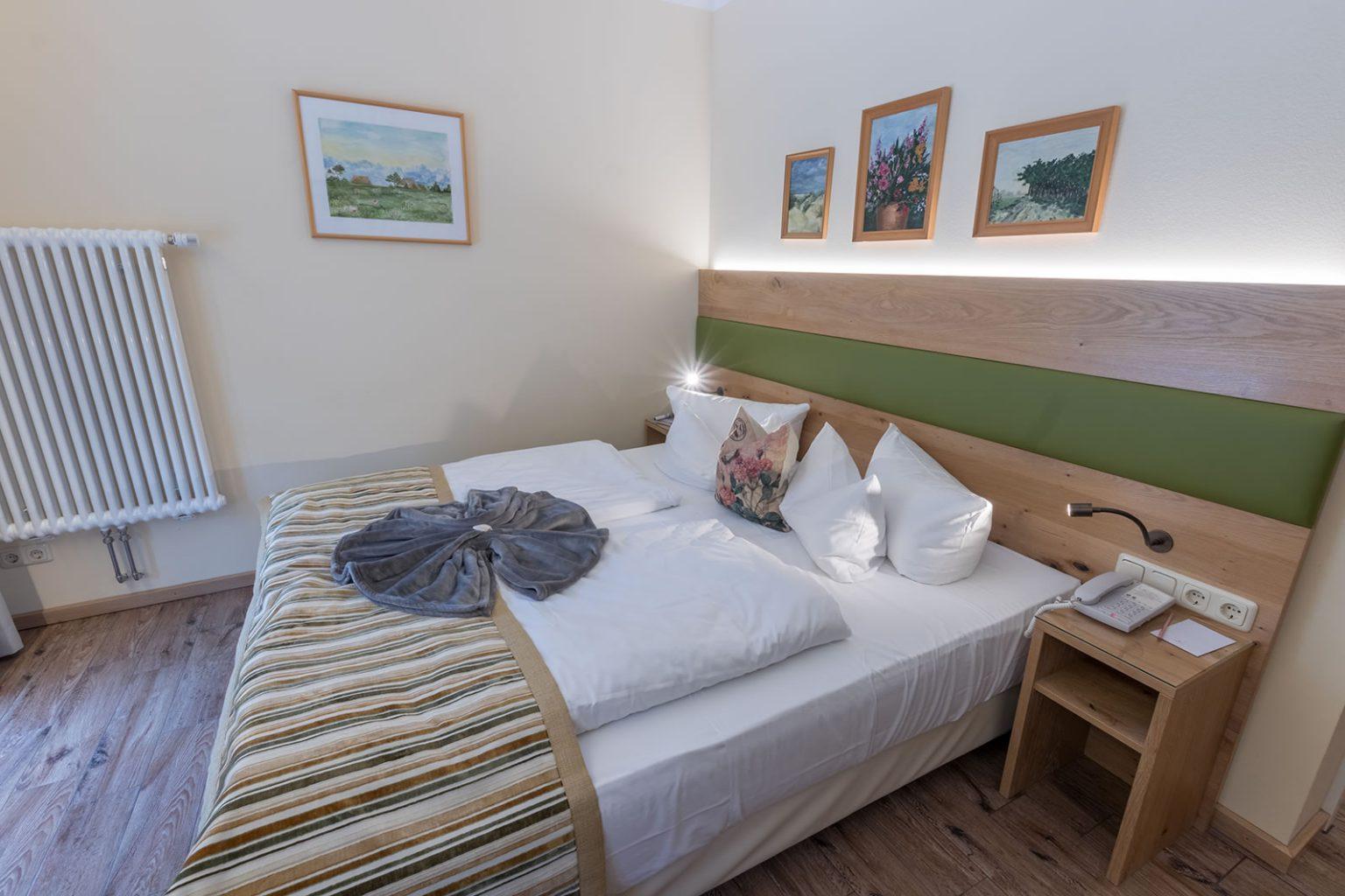 Doppelbett in Doppelzimmer