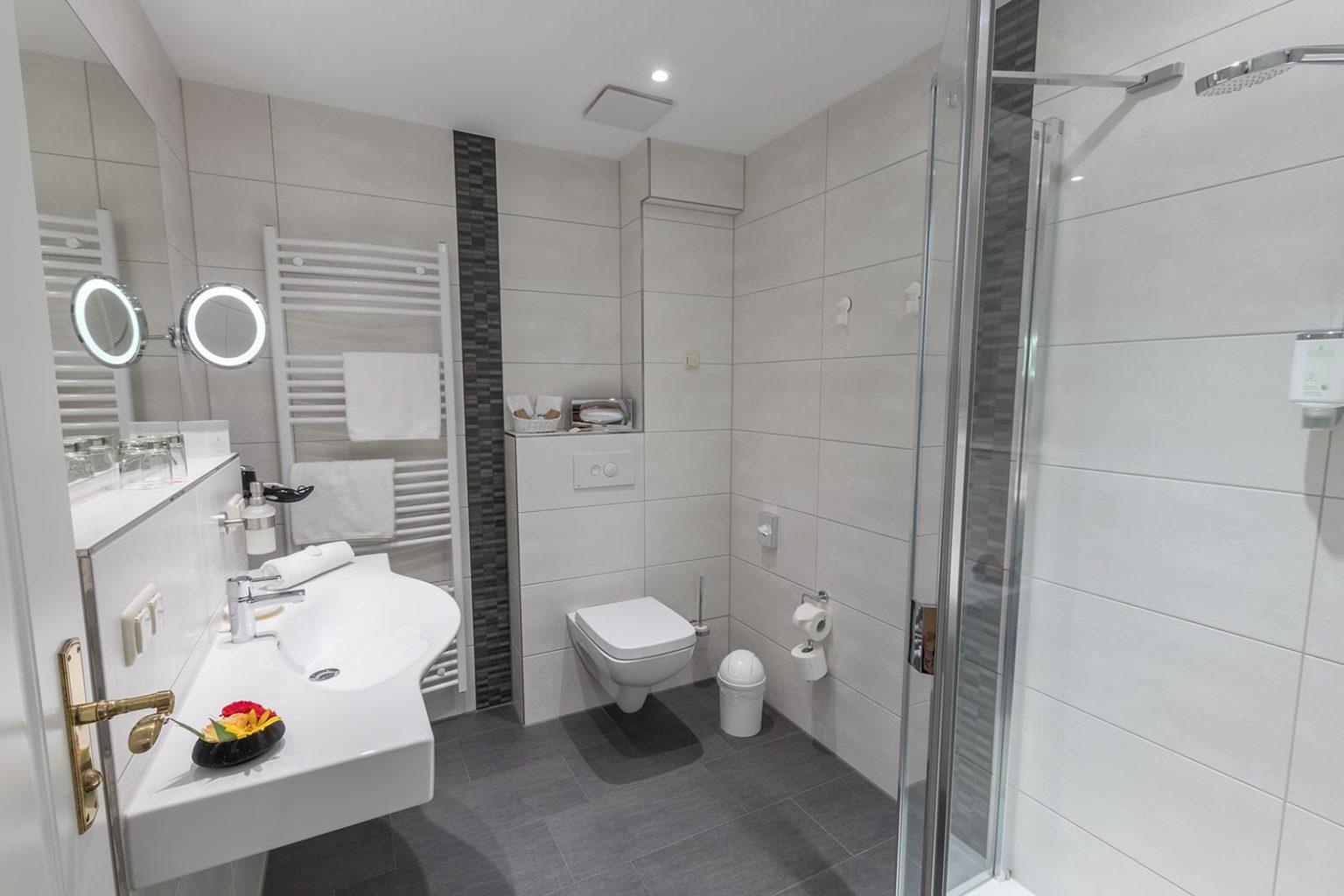 Bad von Doppelzimmer