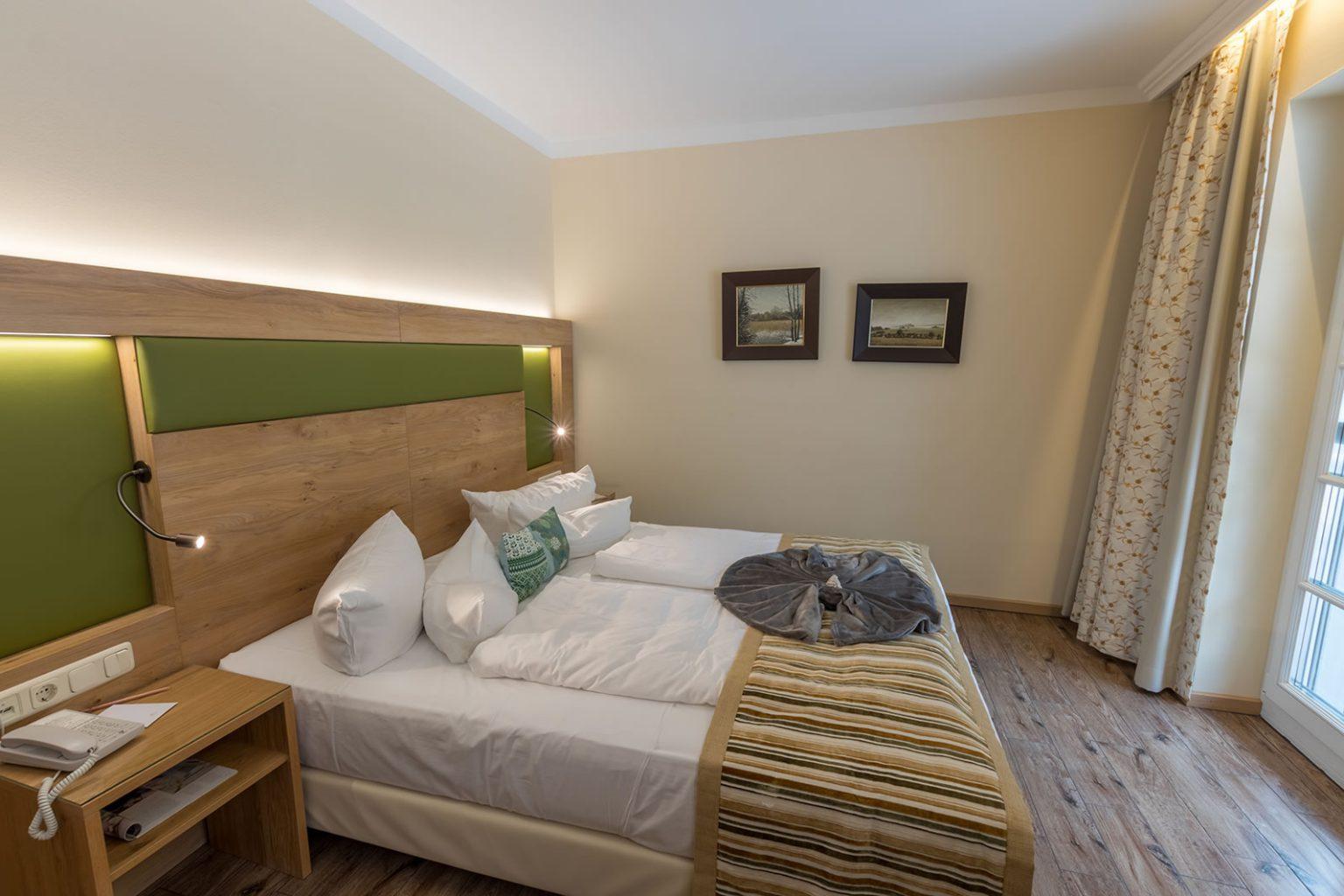 Doppelbett in Doppelzimmer, Hotel Fischerwiege
