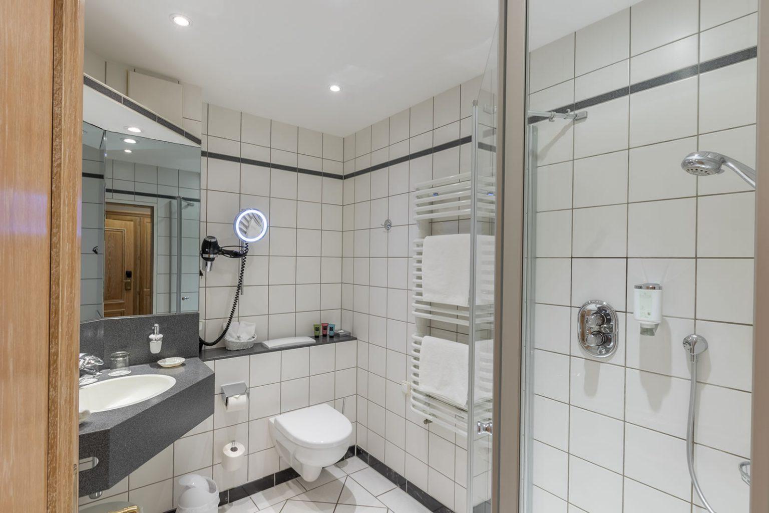 Bad mit Dusche, DZ