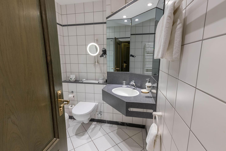 kleines Bad, Einzelzimmer, 139