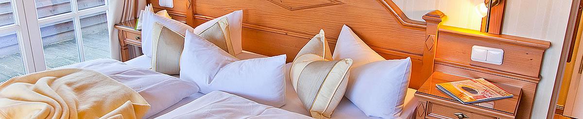 Doppelbett in Hotel Namenlos