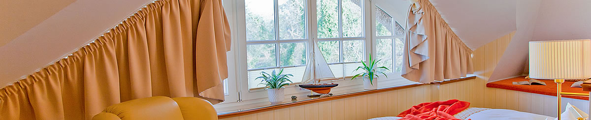 Rundbogenfenster in Juniorsuite, Hotel Namenlos